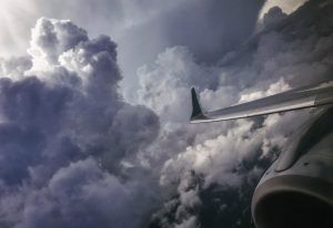 fhx tuh להיות תוצאה של טיסה בעננים או בקרבתם