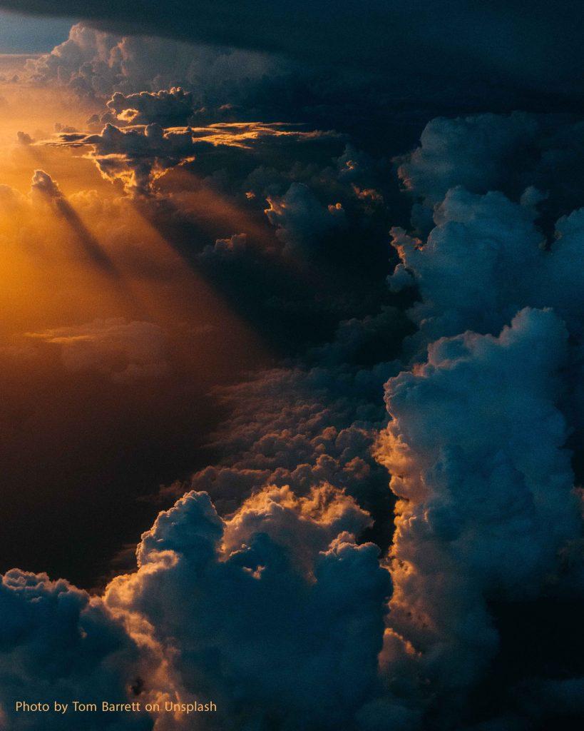 עננים ברקים ורעמים