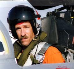 ערן רמות בתא הטייס כטייס ניסוי