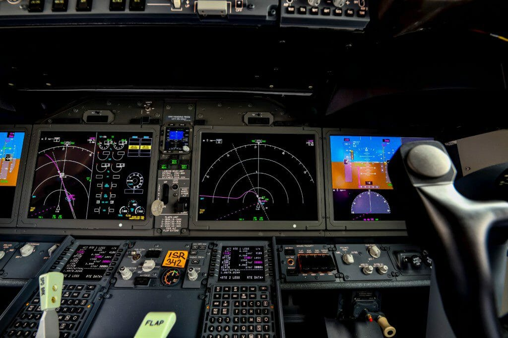 טיסה אזרחית בטוחה - תא טייס מודרני, ריבוי אוטומציה ותצוגות