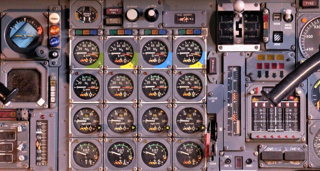 מטוס נוסעים ללא טייס - כבר לא נראה כך! זהו צילום מתא טייס של מטוסי עבר.