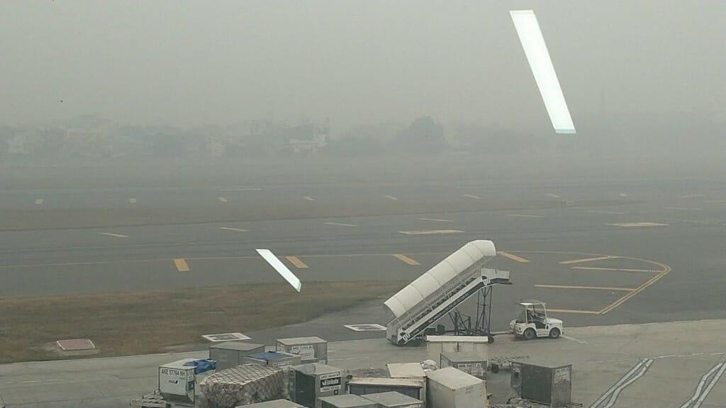 טיסה מתעכבת בגלל מזג אוויר