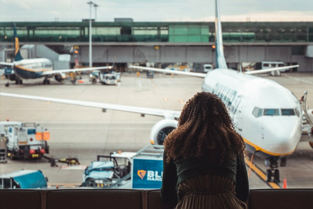 טיסה מתעכבת - מה יכולה להיות הסיבה?